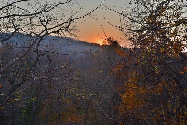 1日の終わり。 ほのかに暖かな余韻を残し、陽が沈んでゆく。